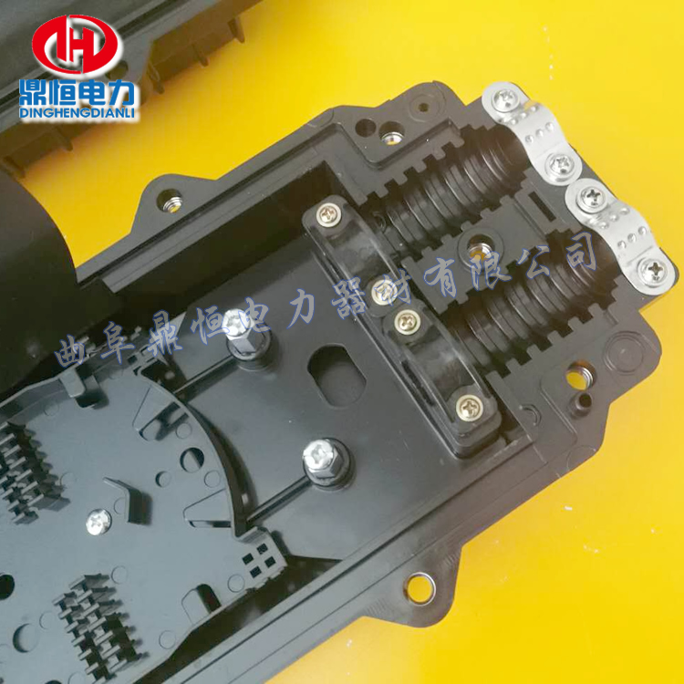 光缆塑料接头盒  卧式接线盒产品标准配件:  光纤热缩管,绝缘胶带1